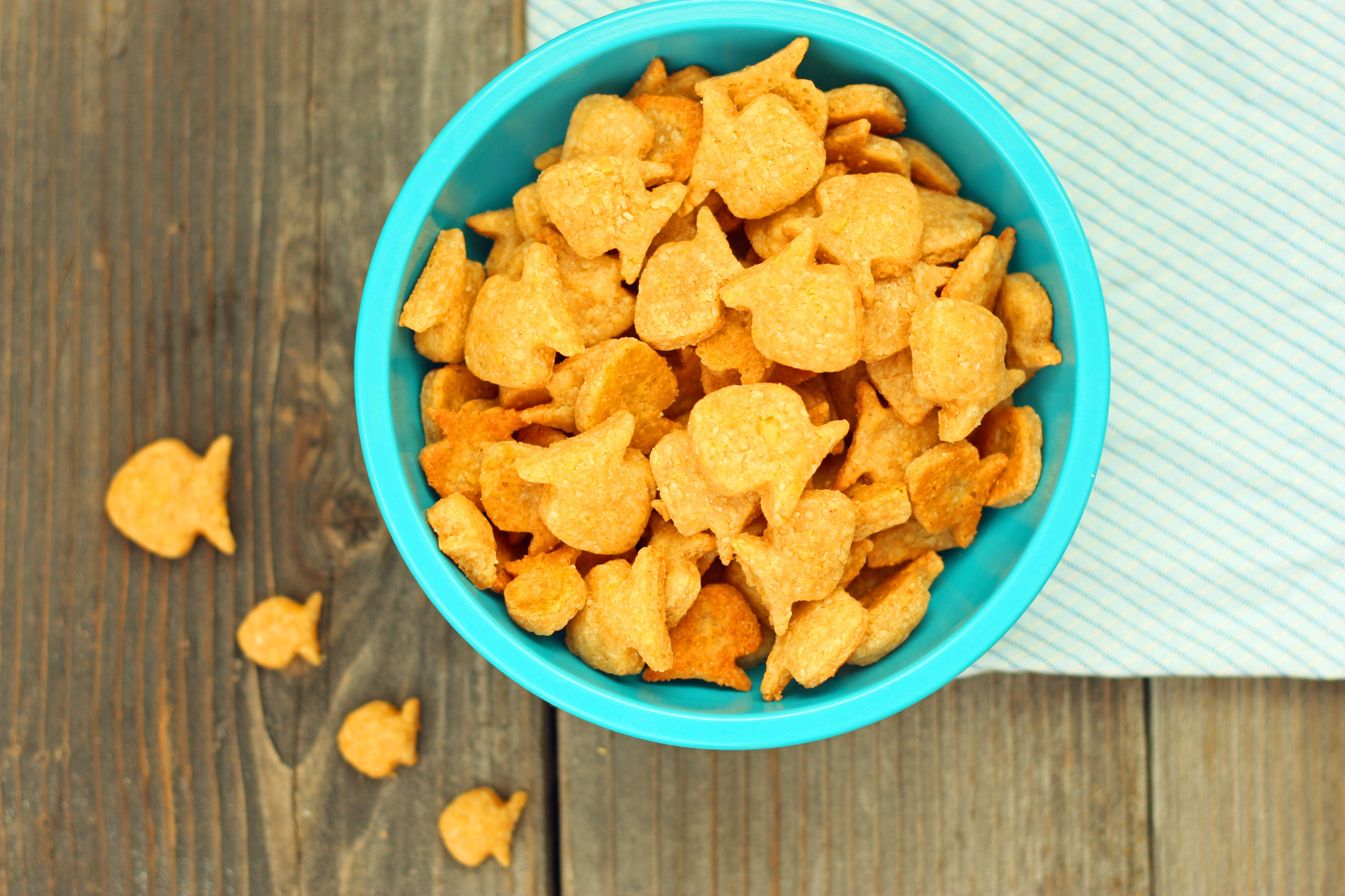 Homemade whole wheat goldfish crackers for Gold fish snacks