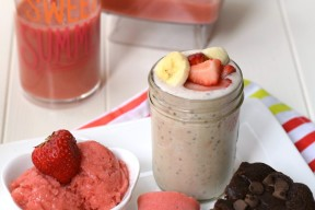 No need to dump all that healthy goodness down the drain! Here are 5 ways to use that leftover smoothie, so you won't waste a drop!
