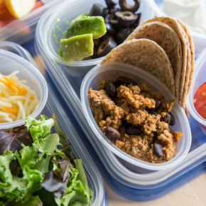 Mini Taco Bar: Quick & Easy Lunch Idea - Want a fun idea for lunch that doesn't require a lot of effort? These mini tacos are perfect for little hands, with flavor the whole family will enjoy!